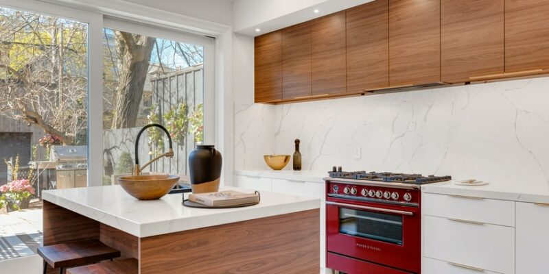 What Color Granite Goes with Honey Maple Cabinets?